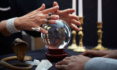 find the difference between fortune teller and psychic