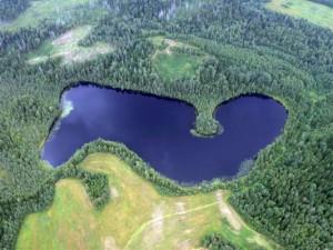 Озеро Бросно выглядит весьма живописным