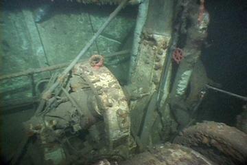 Часть генератора на затонувшем корабле Эмперор